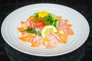 Carpaccio de salmon con citricos